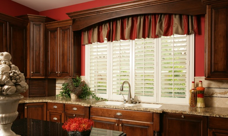 Orlando kitchen shutter and cornice valance