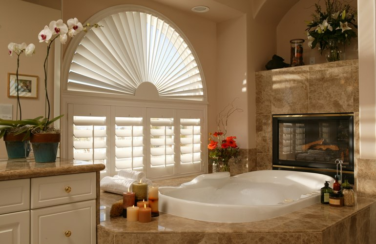 Semicircle shutters in a Orlando bathroom.