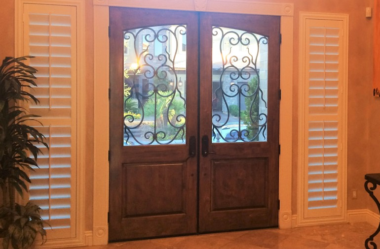 Sidelight window shutters in Orlando house